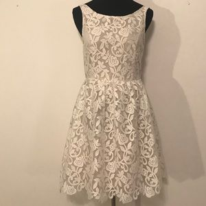 NWT Ivory Skies Are Blue Floral lace dress SZ 8